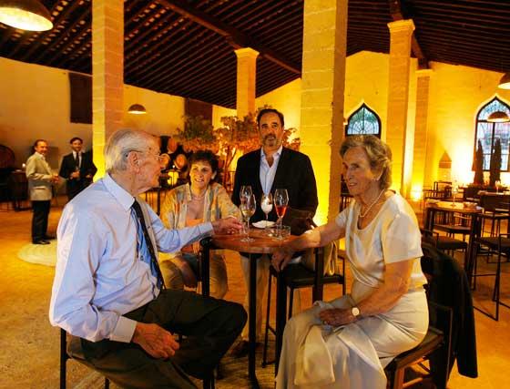 Mauricio González-Gordon y su mujer, Milagros López de Carrizosa; Begoña García y Gabriel González-Gordon.   Foto: Pascual