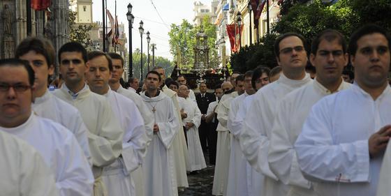 Representantes de la Iglesia desfilan por la Avenida.  Foto: Juan Carlos Váquez