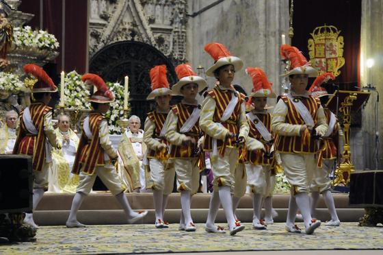 Los seises en el interior de la Catedral.  Foto: Juan Carlos Váquez