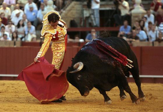 Juan José Padilla, Salvador Cortés y José Ignacio Uceda Leal torearon astados de la ganadería de Martín Lorca.   Foto: EFE/Eduardo Abad