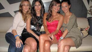 María José Suárez, con unas amigas.  Foto: Victoria Ramírez