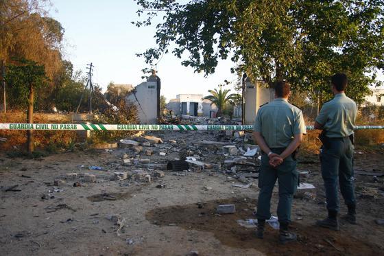 La fuerte explosión hizo que los restos se desplazaran varios metros.  Foto: Belén Vargas