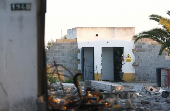 Estado del interior de la pirotecnia que ha provocado la muerte de cuatro personas.  Foto: Belén Vargas