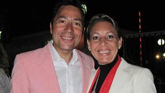 Pepe da Rosa, presentador de la gala, y su esposa, Eva Martín.  Foto: Victoria Ramírez