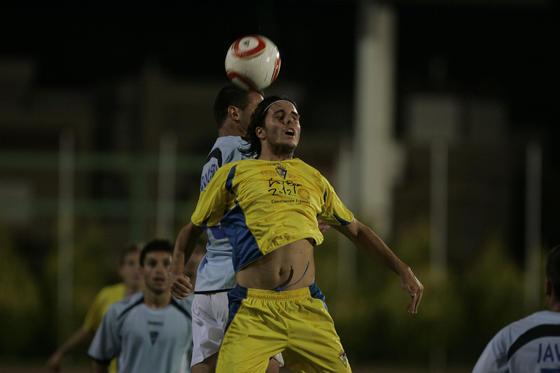 David González también debutó entrando en lugar de Lolo Armario.   Foto: Javier Alonso