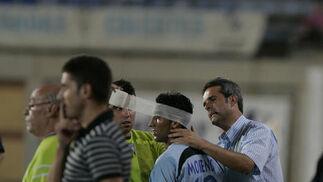 Moreno sufrió un golpe y tuvo que jugar el resto del partido con la cabeza vendada.   Foto: Javier Alonso