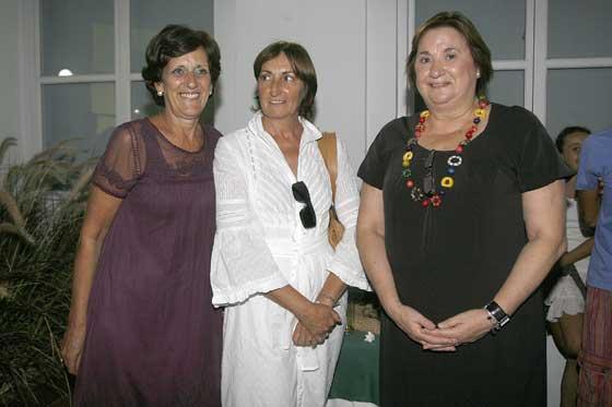 Las artífices de Unicaja de la muestra: Mari Paz Pérez, Esperanza Salas e Inma Ramos.  Foto: Joaquin Pino