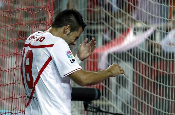 Negredo se duele un golpe. / Antonio Pizarro