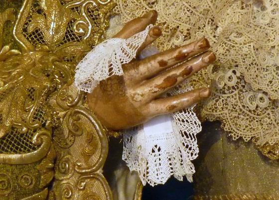 Detalle del pañuelo de la Macarena.   Foto: Ruesga Bono