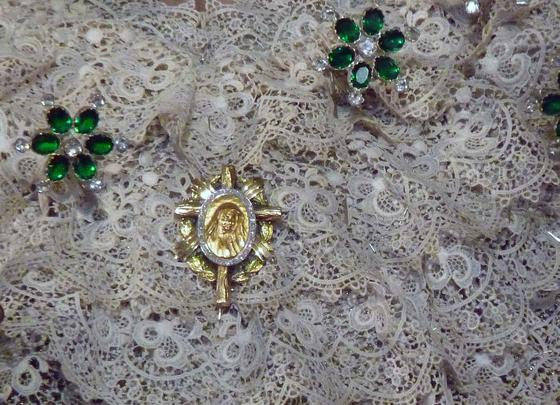 Detalle de la medalla de Madre María de la Purísima.  Foto: Ruesga Bono