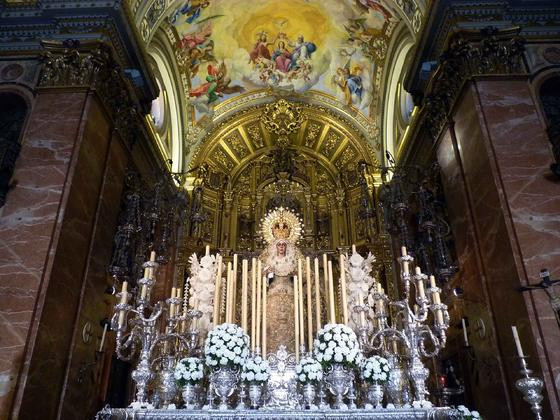 La Macarena luce en el paso para la beatificación de Madre María de la Purísima.  Foto: Ruesga Bono