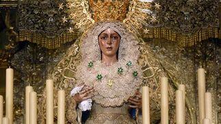 La Virgen luce radiante en su altar.  Foto: Ruesga Bono