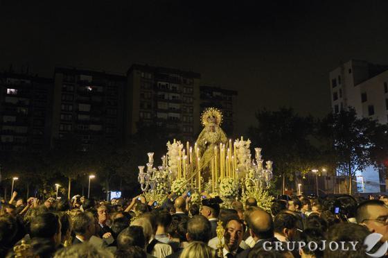 La Macarena recorre su barrio.  Foto: Manuel Gomez