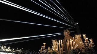 La Macarena vuelve a iluminar la noche sevillana