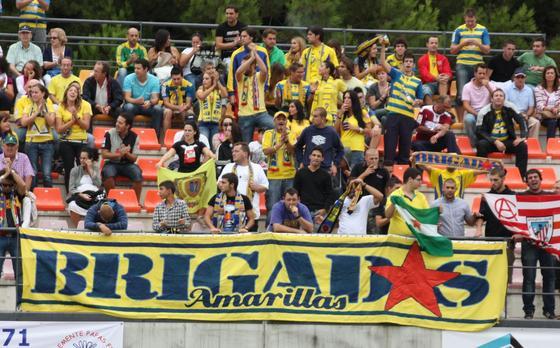 Los amarillos consiguen la victoria con dos tantos de Aarón Bueno y se confirman como líderes de grupo  Foto: LOF