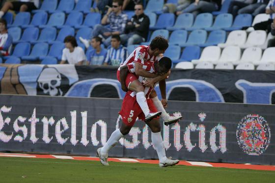 Piatti celebra con Uche el primer gol almeriense. / LOF