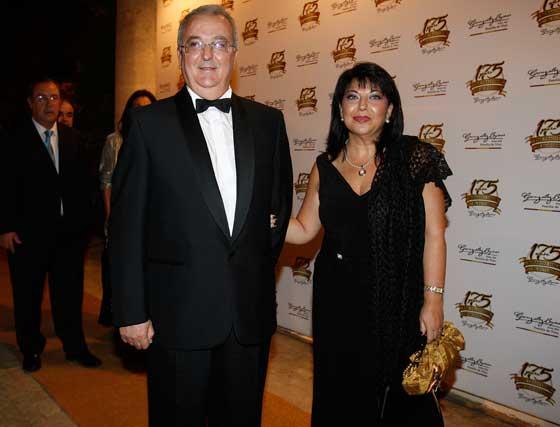 Antonio Fernández posa con su esposa Esperanza Perea.  Foto: Pascual