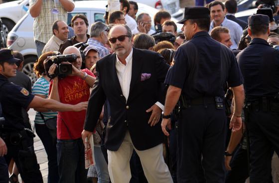 El empresario imputado en el caso, González de Caldas, en su llegada a la Ciudad de la Justicia.