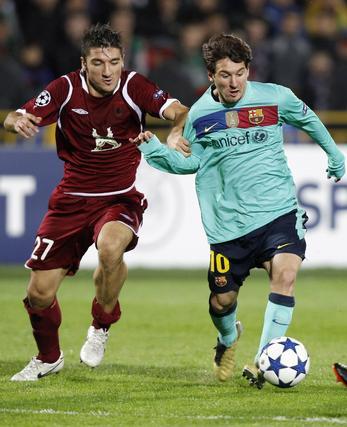 El Barcelona no puede pasar del empate en Rusia frente al Rubin. / Reuters