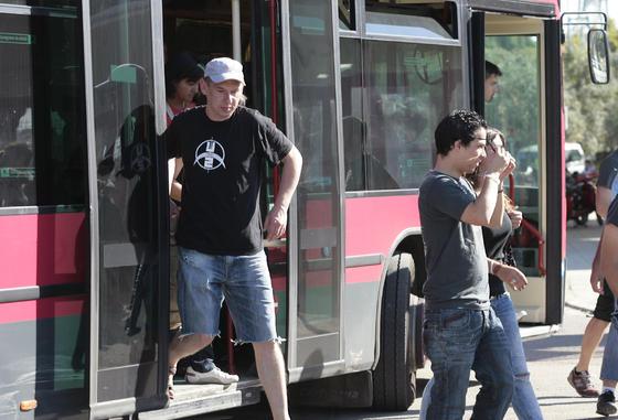 Los fans de U2 llegan a Sevilla.  Foto: Juan Carlos Muñoz