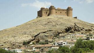 Ayuntamiento de La Calahorra. Castillo en lo alto del municipio.