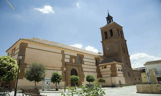 Ayuntamiento de La Calahorra. Iglesia parroquial.