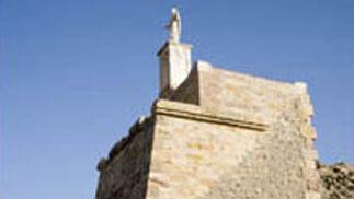 Ayuntamiento de Gor. Monumento al Sagrado Corazón de Jesús.