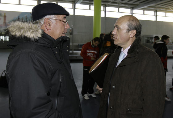 Del Nido habla con Gregorio Manzano.  Foto: Philippe Gerard (FP Sport)