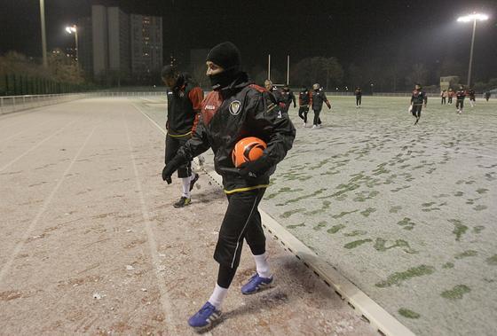 Los jugadores salen del entrenamiento a temperaturas bajo cero.  Foto: Philippe Gerard (FP Sport)