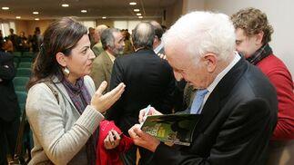 El conferenciante firmó libros a sus numerosos admiradores.  Foto: Pascual