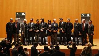 Foto de familia del acto, que contó con la presencia de Rodrigo Rato, presidente de Cajamadrid, Teófila Martínez y José Joly, presidente del Grupo Joly  Foto: Julio Gonzalez
