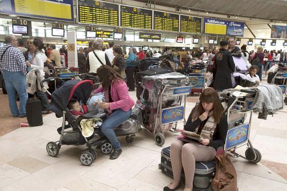 La huelga de controladores provoca el caos en los aeropuertos españoles.  Foto: EFE