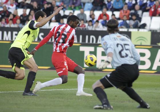 El Almería no puede con el colista de la Liga en el estadio Mediterráneo (1-1). / Fran Leonardo