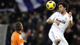 El Real Madrid gana 2-0 al Valencia en casa cinco días después de salir goleado del Camp Nou. / AFP