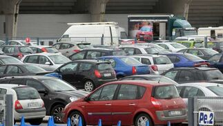 Hubo muchos aficionados, como atestiguaban los aparcamientos  Foto: Manuel Aranda