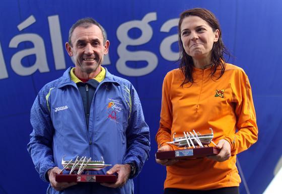 Ambos ganadores orgullosos con sus premios en la manos.  Foto: Migue Fernández