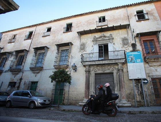 Bustos, peñas, casas de vecinos, plazas... Son parte del legado arquitectónico del flamenco, que permanece en el olvido   Foto: Vanesa Lobo