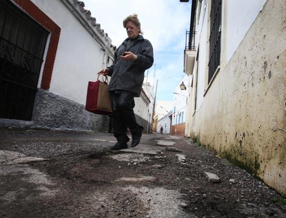 Las espaldas del 'asilito de San José', repleta de baches y desconchones.   Foto: Vanesa Lobo