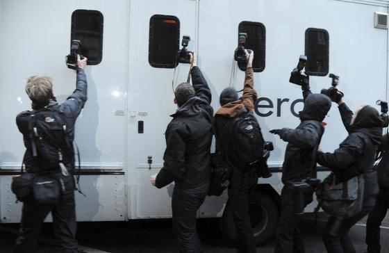 La policía del Reino Unido detiene al fundador de Wikileaks, Julian Assange. / EFE