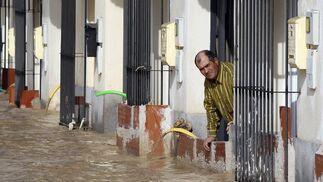 El Río Guadalquivir se desborda a su paso por Lora del Río.  Foto: Reuters