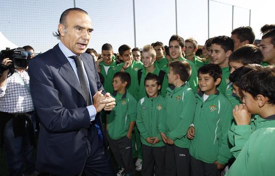 """Luís Oliver en la inauguración de la Ciudad Deportiva bética """"Luís del Sol"""".  Foto: Antonio Pizarro"""