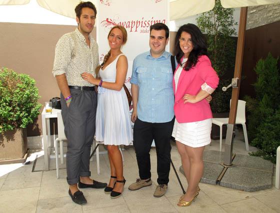 Los blogueros Alfredo Murillo y María Cobo (Calamity Cool), Alejandro Bautista (escaparatedemoda) y Elena Rivera, de 'mamademayorquieroserflamenca'.  Foto: Victoria Ramírez