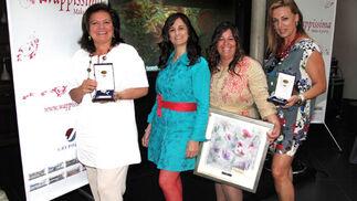 Las diseñadoras Pilar Vera (segundo premio), Sonia & Isabelle (ganadoras) y Ángeles Verano (tercer premio).  Foto: Victoria Ramírez
