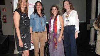 Laura Núñez de Arce (Grupo Joly), María José Malo y Laura Tapias, usuarias de 'Wappíssima',  y la arquitecto Myriam Hurtado, diseñadora de MYHO.  Foto: Victoria Ramírez