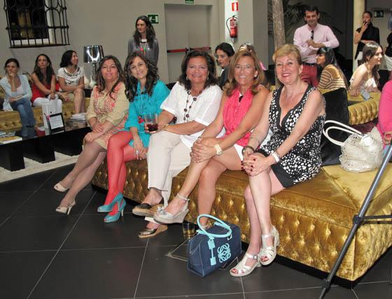 Las diseñadoras de moda flamenca en la entrega de premios.  Foto: Victoria Ramírez