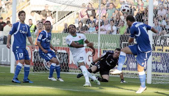 El Xerez cae goleado en Elche y no jugará la promoción (4-1). / LOF