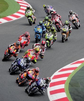 Bradl aumenta su tiranía en Moto2. / AFP