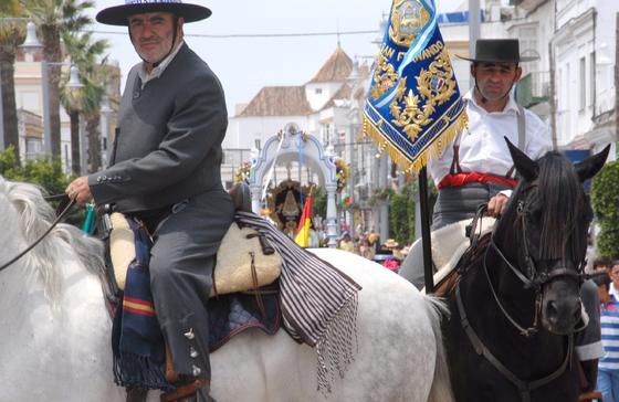 La hermandad de San Fernando comenzó su camino. /Rioja
