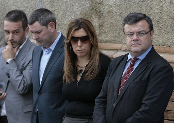 El subdelegado del Gobierno en Sevilla, Faustino Valdés, junto a la secretaria de Organización del PSOE andaluz, Susana Díaz.  Foto: José Ángel García