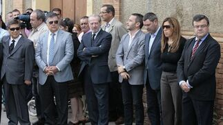 Una amplia representación socialista ha asistido al funeral y posterior entierro.  Foto: José Ángel García